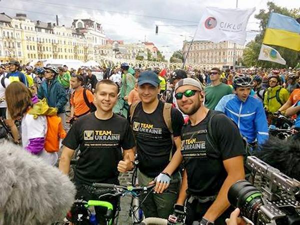 """""""Мы с побратимами планируем месяц путешествовать на велосипедах по Соединенным Штатам, — рассказывает Павел (слева). — И сейчас активно готовимся к этой поездке"""""""