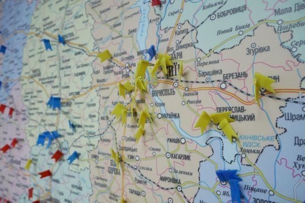 Контакты КПУ по всему миру отражены на карте, которая висит в офисе Симоненко
